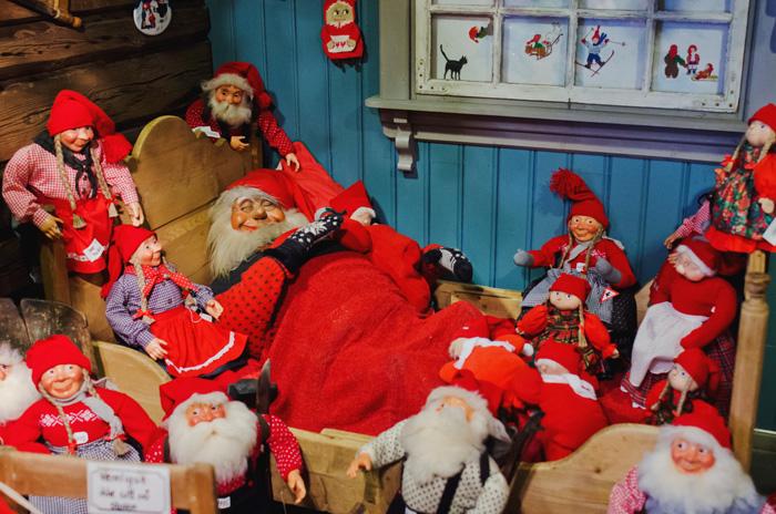 http://www.lofotenmydream.com/tregaardens-christmas-house-drobak/